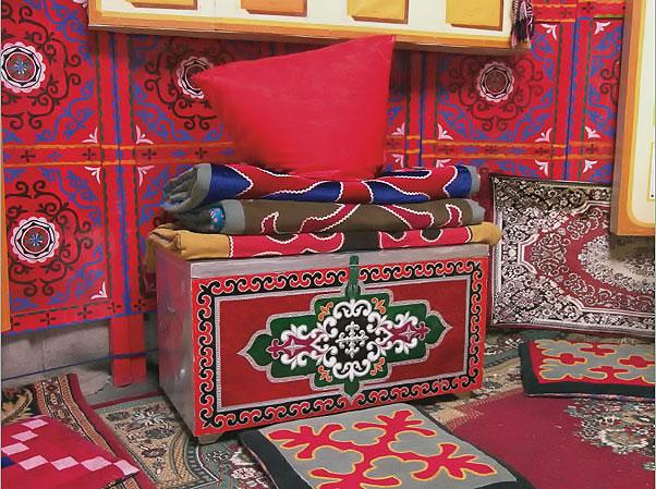 Существует большое разнообразие казахских национальных узоров и орнаментов.