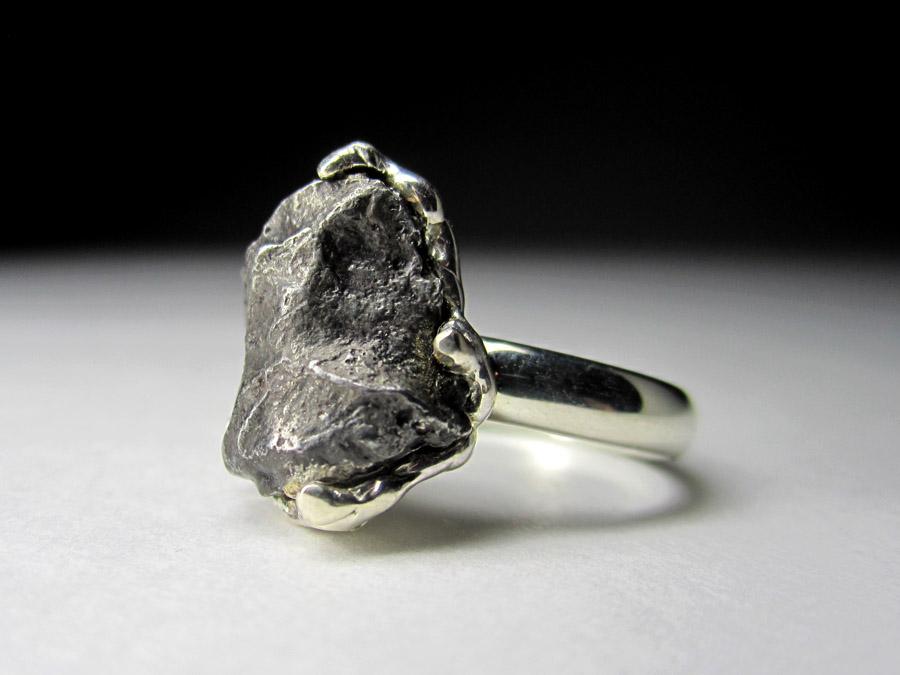 Где купить метеорит купить новую 100 рублевую купюру
