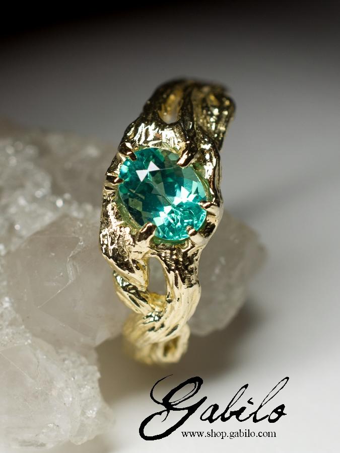 Апатит цвета Параиба в золоте