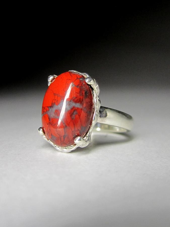Кольцо с красной яшмой код 1837